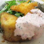 マルワ食堂 - タルタル南蛮のソースがピンクでした。