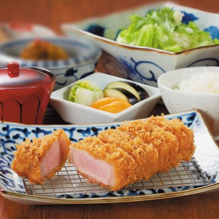 鹿児島県産の「おごじょ豚」はロースかつ定食で