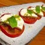 道後Cafe&Bar ゆのか - 甘いフレッシュトマトとモッツァレラのカプレーゼ
