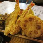 たべ天しゃい - 天ぷら盛り合わせ。 海老・帆立・キス・野菜4種が入っています。
