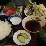 峰の里 - 料理写真:あじ天ぷらと刺身セット