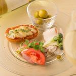 プラスアルファキッチン - おひとり様専用の前菜盛合せ