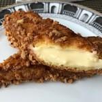 クロッカンシュー ザクザク - ◆シュー生地はクッキーのような硬めの食感かと思いましたら、意外に柔らかい。 クリームに少量のバニラビーンズが入っているのは好印象。