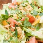 プラスアルファキッチン - アンチョビが隠し味!自家製ドレッシングのサラダ
