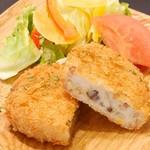 プラスアルファキッチン - あか牛入りの贅沢里芋のコロッケ。里芋がとろ~り♪