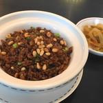 潮夢来 - 牛肉と松の実の黒チャーハン