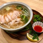オリエンタル ビストロ アガリコ - 鶏肉のベトナムフォー