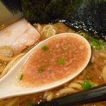 節骨麺 たいぞう - 筋骨こってり たいぞうらーめんのスープ