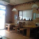 中国家庭料理 誠苑 - 店内は中華屋さんっぽくないです