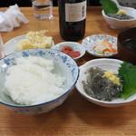 食堂のいのうえ - 生しらす定食(1100円)