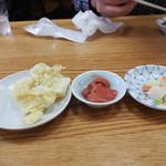 食堂のいのうえ - しらす天ぷら、塩辛、浅漬け