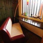 カフェダイナー コナ - 窓側のソファー席も人気です♪