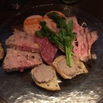 AC上石神井 - 料理写真:お肉屋さんの前菜盛合わせ 1100円
