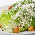 西櫻亭 - ロメインレタスをメインにマヨネーズとチーズで仕上げた人気のサラダです