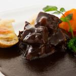 西櫻亭 - やわらかく煮込んだお肉をドミグラスソースで召し上がっていただきます