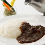 西櫻亭 - コトコト煮込んだ伝統のソースに牛肉を使った贅沢な一品です