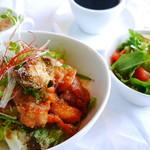 カフェ&バル 掌 - ひな鳥のユーリンチー丼~甘酢をたっぷりかけた唐揚げ~
