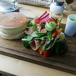 円山ぱんけーき - 野菜とパンケーキ。
