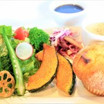 カフェ&バル 掌 - 料理写真:手作りマフィンと彩りサラダのランチセット