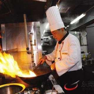 四川シェフは最低15年のキャリアを持つプロ