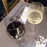 85520366 - 『赤ワイン、白ワイン』 各700円
