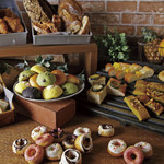カラーズ自家製パンの食べ放題が自慢のビュッフェランチ!