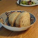 ぶぁん - ◆パン・・一人一切れ。温めて出されますし、美味しい。