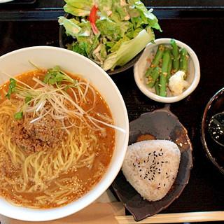 まろやかスープの担々麺(おむすび付き)※ランチ限定※