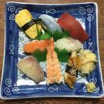 三郎寿司 - 並にぎり(1,100円)※吸い物・漬け物付き