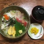 三郎寿司 - 料理写真:海鮮丼ぶり(1,000円)