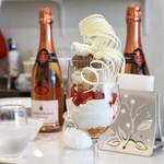 アトリエコータ - 料理写真:苺とミントのチョコのパフェ¥1300