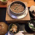 鳥ぎん - 料理写真:鳥釜めし(¥850)