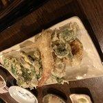 85535685 - 山菜と天ぷらの盛り合わせ