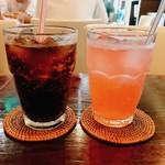 ガード - コーラとピンクレモネード