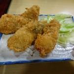 むらかみ食堂  - 厚岸産カキフライ(800円)1個シェア後