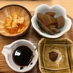 はーべすと - ◆香の物、大根とごぼうの煮物。 ◆唐辛子味噌・・唐辛子を使用されているようですがあまり辛くないので、ご飯の友にいいですね。