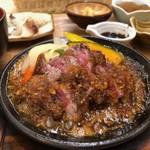 はーべすと - ◆牛ステーキは熱した鉄板にのせられ、50g~60g程度でしょうか。 このお値段ですので「硬いかも」と思いましたら柔らかい。 おろしソースもいい味わい。