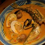 なっぱjuicy - 【鮮魚と貝と貝と貝のブイヤベース】 本日のお魚はカマス スープがうまみの洪水 (๑>ᴗ<๑)