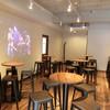 クラッカ ラクレッタ - 内観写真:イートインスペースの店内には音楽のプロジェクターが映されます。