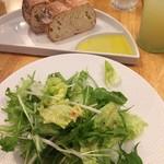 TAK CAFE - セットのサラダとパン