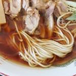 85552932 - 笠岡ラーメンは麺とスープの感じがやはり好みでイイ感じ!