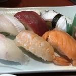 華 - 握り寿司は6貫