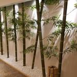 とんかつ 一頭揚げ 亀かわ - 廊下の竹やぶ