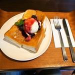 カフェ ムーン - 料理写真:アイスクリームトースト