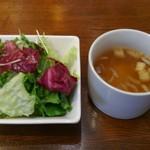 肉料理 Vin de Kitchen - セットのサラダとスープ