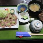 たんとん亭 - 炭豚塩焼き膳