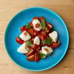 北海層白糠酪恵舎のモッツァレラとチェリートマト、自家製梅肉のカプレーゼ