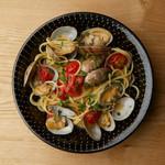 近海あさりとチェリートマト、焼きアゴ出汁のヴォンゴレローザ スパゲッティ
