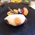 鉄板焼 ボヌール - 熟成肉入り国産牛ハンバーグ