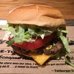 ファット バーガー - 「チーズバーガー」780円 (全て税別)